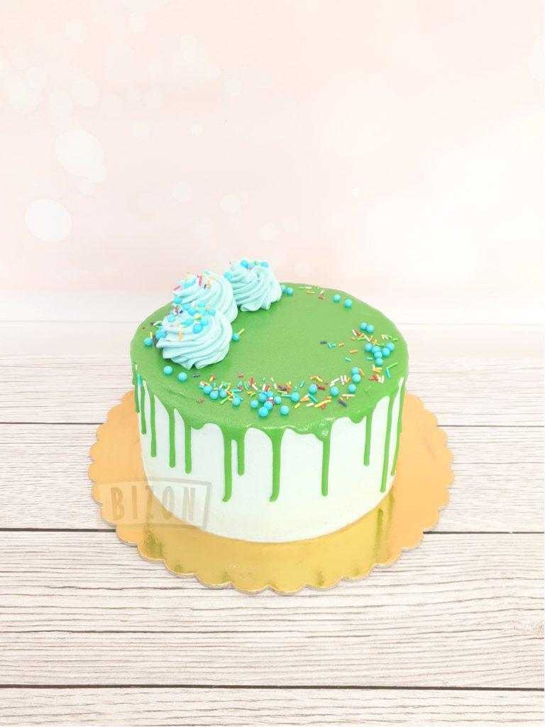 Tort z konfetti i kolorową posypką